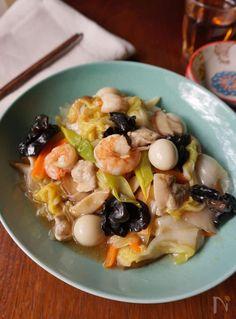 本格中華をご家庭でも! 具だくさんでごちそう感たっぷりの「八宝菜」レシピ。下準備からの工程を丁寧に写真付きで解説しているので、誰でも簡単に美味しい八宝菜が作れます。メインおかずが八宝菜の日の献立提案も♪ Nadiaで人気の料理研究家が自信を持っておすすめする定番レシピシリーズです。 Chicken And Cheese Recipes, Healthy Chicken Recipes, Asian Recipes, Mexican Food Recipes, Cooking Recipes, Tofu Recipes, Fudge Recipes, Cooking Ideas, Love Food