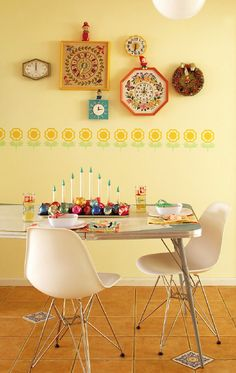 embroidered clocks - cute! Like the idea of a collection of clocks