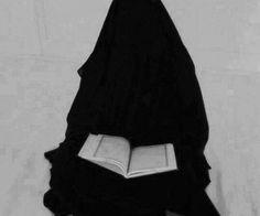Immagine di hijab, islam, and niqab Arab Girls Hijab, Girl Hijab, Muslim Girls, Muslim Couples, Hijab Niqab, Muslim Hijab, Hijab Outfit, Beautiful Muslim Women, Beautiful Hijab