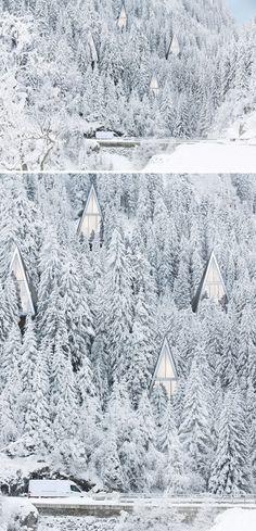 Avec la température extrêmement froide qui se déroule au Québec et en m'inspirant d'un article/d'une photo qui se retrouvesur l'excellent blogue La Mini-Maison, j'ai décidé de faire une petite recherche sur Pinterest pour trouver des photos de charmantes maisons en hiver. Simplement pour le plaisir, je voulais trouver de la neige, du froid, le bois, …