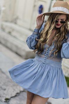 Goodnight Macaroon blue boho dress and round Ray Ban sunglasses