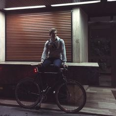 You can always add something to a bike but you come to a point where you cant take anything away and that's a fixed gear bike.  #fixedgear #bikelife #mood