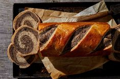 Two-toned rye sandwich bread, excellent for sandwiches. Marble Rye Recipe, Rye Bread Recipes, Cornbread Recipes, Jiffy Cornbread, Baking Recipes, English Muffin Bread, Instant Mashed Potatoes, Honey Bread, Barbell