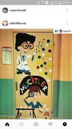 Space Classroom, Classroom Door, Classroom Themes, Science Education, Science Art, Preschool Door, Chemistry Labs, Stem Challenges, School Decorations