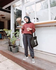 Inspiration Hijab Style Outfit of The Day (OOTD) 2019 Remaja Indonesia Positif, Kreatif & Ceria 😍😘😘😘😘 . Modern Hijab Fashion, Street Hijab Fashion, Hijab Fashion Inspiration, Muslim Fashion, Modest Fashion, Fashion Outfits, Hijab Casual, Simple Hijab, Hijab Chic