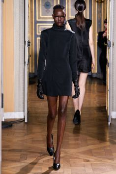 Olivier Theyskens Fall 2020 Ready-to-Wear Fashion Show Collection: See the complete Olivier Theyskens Fall 2020 Ready-to-Wear collection. Look 4 Style Couture, Couture Fashion, Runway Fashion, 2020 Fashion Trends, Fashion Week, Women's Fashion, Vogue Paris, Backstage, Style Année 60