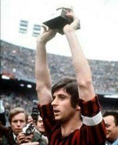 #1969 - Gianni Rivera è il primo italiano a vincere il Pallone d'Oro. #100 #100anni #BNL #Rivera #calcio #Milan
