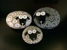 Best Easy Painted Rocks Ideas For Beginners (Rock Painting Inspirational & Stone Art) Rock Painting Ideas Easy, Rock Painting Designs, Paint Designs, Pebble Painting, Pebble Art, Stone Painting, Painting Art, Stone Crafts, Rock Crafts