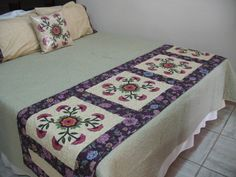 PESEIRA  POR VALÉRIA ANDRADE NA LOJA FAZENDO ARTE ATIBAIA. Bed Runner, Cama Box, Skinny Quilts, Bed Scarf, Quilted Table Runners, Antique Quilts, Fabric Ribbon, Quilt Bedding, Bed Throws