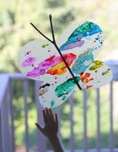 Watercolor Suncatchers: Butterfly Window Art from Fun at Home with Kids - Kids Crafts Kids Crafts, Spring Crafts For Kids, Toddler Crafts, Art For Kids, Arts And Crafts, Spring Activities, Art Activities, Science Resources, Butterfly Watercolor