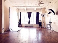 Basic set-up for a home-based studio - love this!