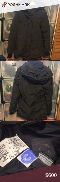 AUTHENTIC Canada goose trillium parka black XS Only worn a few times. In great condition. It is not my size so I barely wore it. Retails $900. Authentic from Bloomingdales. Price negotiable but please be reasonable and do not lowball. I support my daughter myself now and I am selling all that I can and have to help get by. Thank you. Poshmark offers free authentication concierge service on anything over $500 so don't worry about its authenticity. Picture of tag also uploaded for proof…