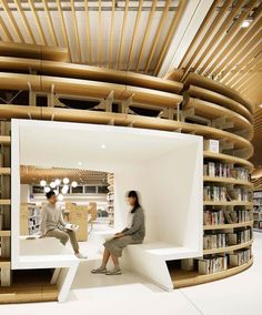 River-inspired Japanese library becomes a favorite meeting point for kids Photo: Atsushi Ishida architecture River-inspired Japanese library becomes a favorite meeting point for kids Public Library Design, Kids Library, Modern Library, Central Library, Public Libraries, The Library, Library Cafe, Photo Library, Design Commercial