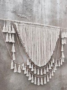 Summer style! Wonderful Bohemian Chic DIY neutral wall hanging wall art wall décor - imagine this over a bed headboard or a sofa!