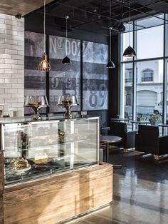 Aydınlatma ve Dekor Dünyasından Gelişmeler: Minor DKL Food Group'dan Dubai'de The Coffee Club Aydınlatma #aydinlatma #lighting #design #tasarim #dekor #decor