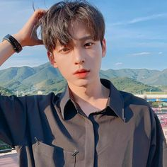 18 years old! Birthday is October Bisexual lolol I like everything and maybe even you 😉 I dislike. Korean Boys Hot, Korean Boys Ulzzang, Korean Men, Cute Asian Guys, Asian Boys, Asian Men, Korean Picture, Cute Couple Poses, Men Hair Color