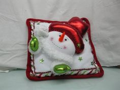 Christmas Cushion Covers, Christmas Cushions, Felt Christmas, Christmas Ornaments, Fused Glass, Knitting, Holiday Decor, Projects, Crafts