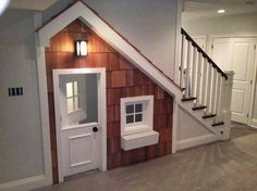 A play house built in under the stairwell! What a great idea for those with kids. A play house built in under the stairwell! What a great idea for those with kids that want to have Under Stairs Playhouse, Room Under Stairs, Kids Indoor Playhouse, Build A Playhouse, Playhouse Ideas, Playhouse Windows, Inside Playhouse, Playhouse Decor, Simple Playhouse