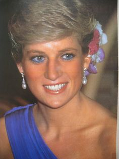 Princess Diana-love the blue color of this dress.