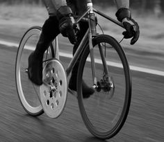 Fast fixie: Bicycle with giant chainring aims for 100 mph- http://cnet.co/17JftIv