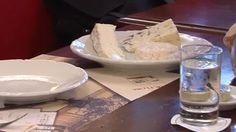 Comme les Français, Nadine aime le fromage avec un petit verre de vin. Et vous ? Apprenez à dire ce que vous voulez dans votre assiette.