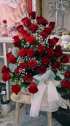 Things to Know about Deals on Valentine's Day Flowers Online Beautiful Flowers Wallpapers, Beautiful Rose Flowers, Happy Flowers, Pretty Flowers, Flowers Gif, Red Rose Arrangements, Beautiful Flower Arrangements, Happy Birthday Flower, Happy Birthday Wishes