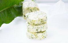 Dieses Rezept von der Sauerampfer-Butter sollten sie im Frühling unbedingt probieren. Sie schmeckt besonders zu Gegrilltem.