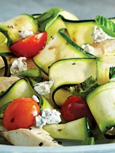 Zucchini Nudeln mit Hähnchen - DAS ABNEHM-REZEPT von Kayla Itsines >>>