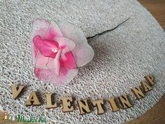 Valentin-napi rózsa (Bokretaberek) - Meska.hu Alternative Wedding, Wedding Bouquets, Diy, Bricolage, Diys, Wedding Flowers, Handyman Projects, Do It Yourself, Bridal Bouquets
