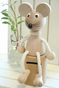 Ichiban Hanging out in the Kitchen. What a great gift for a child. Handmade Wooden Toys, Wooden Crafts, Wooden Diy, Custom Woodworking, Woodworking Projects Plans, Wood Turning Projects, Wood Projects, Hobbies And Crafts, Diy And Crafts