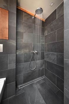Badezimmer Schiefer Dusche Schwarz Holz: Minimalistische Badezimmer Von  Conscious Design   Interiors