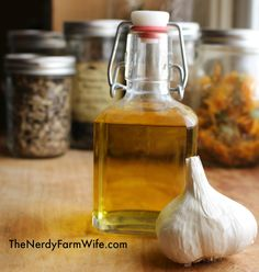 Garlic Ear Oil (home remedy for ear problems in humans, dogs, cats, horses & goats). I heard garlic is good for ear infections but I wonder if this works. Natural Home Remedies, Natural Healing, Herbal Remedies, Health Remedies, Natural Oil, Natural Beauty, Home Health, Health And Wellness, Health Care