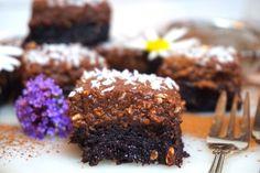 Chokladbollsbrownie Fudge Brownies, Victoria, Desserts, Food, Mat, Yummy Yummy, Glass, Chocolate Chip Brownies, Tailgate Desserts
