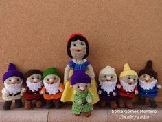 Snow White and the Seven Dwarfs Amigurumi Schemes. (Creative sewing) : Snow White and the Seven Dwarfs Amigurumi Schemes. Disney Crochet Patterns, Crochet Disney, Knitting Patterns, Cat Amigurumi, Crochet Amigurumi, Crochet Dolls, Finger Puppet Patterns, Seven Dwarfs, Diy Doll