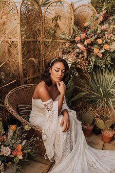 A Bold Luscious Bridal Styled Shoot with Rue De Seine Dresses Bridal Looks, Bridal Style, Runaway Bride, Beautiful Film, Golden Goddess, Festival Dress, Bridal Shoot, Photo Tips, Cool