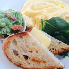 Simple but delicious!! Scrambled organic eggs with a side of avocado salsa at Bills, Darlinghurst. #sydneybreakfast #breakfastinsydney #hdarlinghurst #aroundthebendbrisbane #bills #billsdarlinghurst #billgranger #scrambledeggs @bill_granger