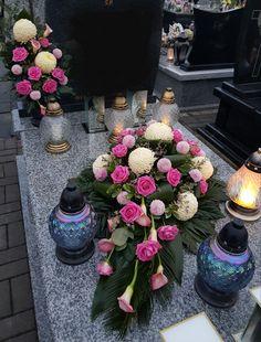 Funeral Flowers, Floral Arrangements, Wreaths, Table Decorations, Large Flower Arrangements, Church Flower Arrangements, Small Gardens, Pretty Images, Bonito