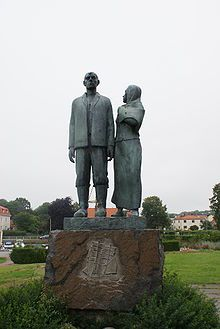 Karlshamn auswandererdenkmal.jpg Wilhelm Moberg, a Swedish author, wrote 4 books about the emigrants and how they settle in USA.