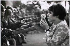 Marc Riboud - La jeune fille à la fleur - Washington, U.S.A. (1967)