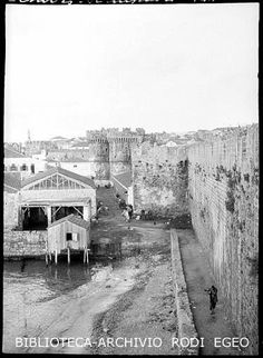 old Rhodes, outside the medieval walls Rare Photos, Old Photos, Greece Rhodes, Greek History, Rhode Island, Medieval, The Past, Places, Walls