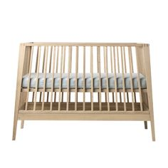 Linea by Leander® baby cot is designed for design lovers who appreciate the detail. The bed creates a safe sleeping environment for your child. Take a look here
