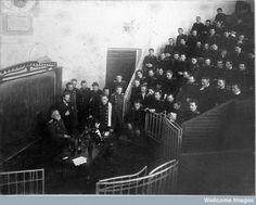 Pavlov exponiendo sus estudios en el Physiology Department, Imperial Institute of Experimental Medicine, St Petersburg (1904). Wellcome Library