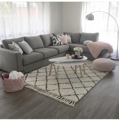 Gray and pink living room - is to me - Living rooms - # is .- Graues und rosa Wohnzimmer – ist zu mir – Living rooms – … Gray and pink living room – is to me – Living rooms … - Living Room Grey, Living Room Sofa, Living Room Interior, Home Living Room, Living Room Designs, Living Room Furniture, Living Walls, Living Room Decor Grey Colour Schemes, Living Room Ideas With Grey Sofa