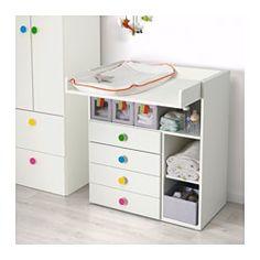 IKEA - STUVA / FÖLJA, Fasciatoio con 4 cassetti, , Questo fasciatoio cresce insieme al tuo bambino e diventa facilmente una scrivania o una superficie gioco. Abbassa la parte superiore per trasformarla in una scrivania.Pratico vano a portata di mano, così puoi tenere sempre una mano sul tuo bambino.Puoi adattare lo spazio alle tue esigenze posizionando i piccoli ripiani all'altezza desiderata.