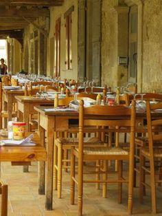 Restaurant du centre. Dans le village de Bassoues dans le Gers. Charmant village.