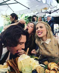 "hen everybody takes ""say cheese"" too literally 📸 American Crime Story, American Horror Story, Emma Roberts Ahs, Ahs Funny, Apocalypse, Ahs Cast, Billie Lourd, Glee Club, Scene Kids"