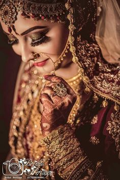 Here Are Some Dazzling Indian Bridal Photoshoot Poses for Every Bride's Wedding Album! Indian Bride Photography Poses, Indian Bride Poses, Indian Wedding Poses, Indian Bridal Photos, Wedding Couple Poses Photography, Photography Ideas, Bridal Photography, Pakistani Wedding Photography, Bride Indian