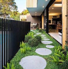 27 Minimalist Garden Design Ideas For Small Garden > Round Pavers, Minimalist Garden, Side Garden, Small Backyard Landscaping, Luxury Landscaping, Landscaping Design, Backyard Garden Design, Rooftop Garden, Outdoor Gardens