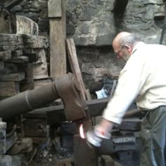 The last working Trip Hammer in the UK, at Finch Foundry in Devon. Run by National Trust, it was never a foundry at all, but a water-wheel powered mechanised forge. In its heyday, this Ton hammer beat 240 times a minute. Metal Working Tools, Old Tools, Iron Furnace, Skill Tools, Make A Clock, Power Hammer, Blacksmith Forge, Water Powers, Tool Shop