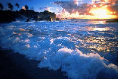 Beautiful colorful pictures and Gifs: Reflecting Water gif- Reflecion de agua con efectos Pictures Images, Images Gif, Colorful Pictures, Nature Pictures, Bing Images, No Wave, Ocean Gif, Ocean Waves, Les Gifs